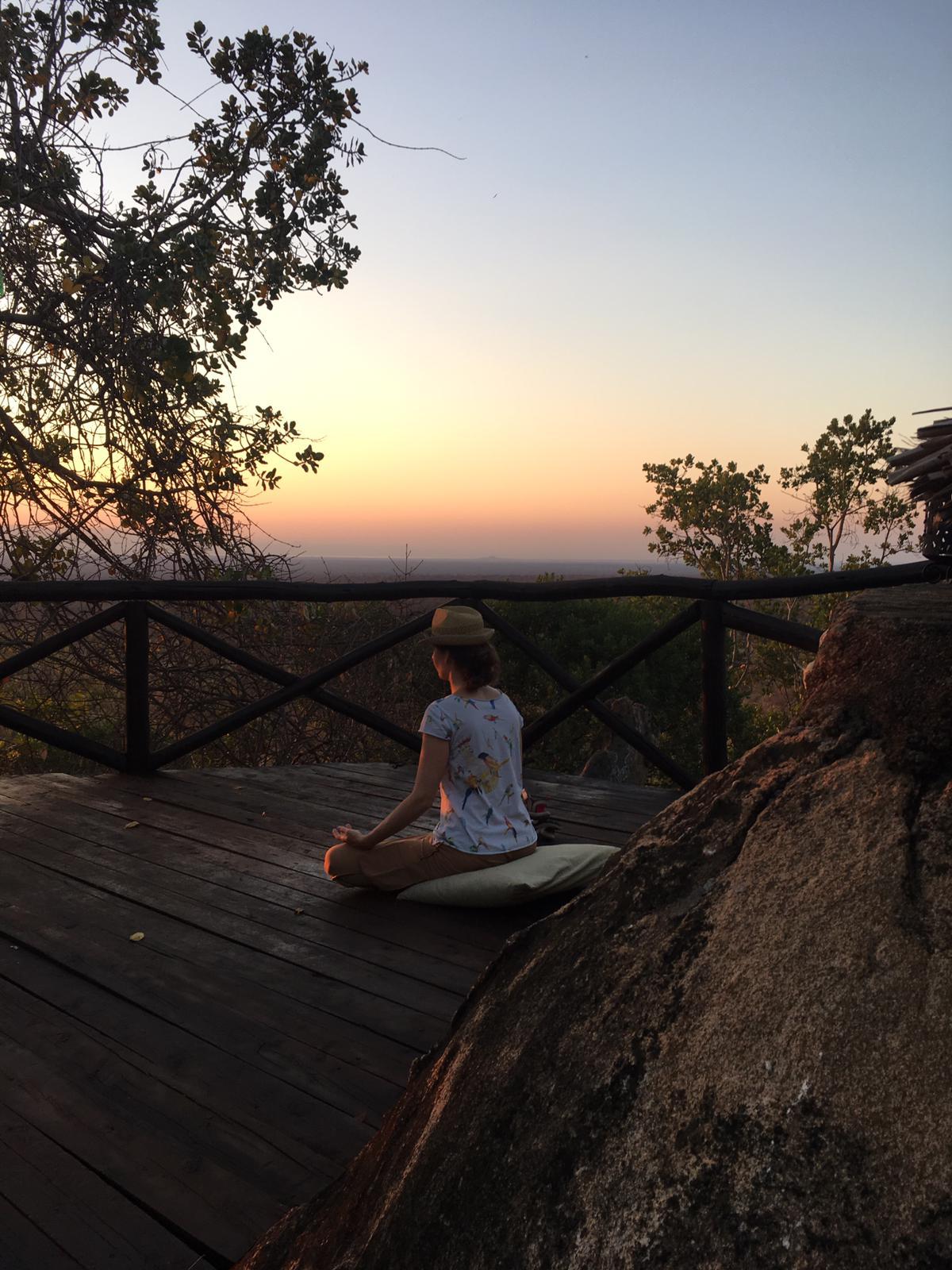 meditation coucher de soleil